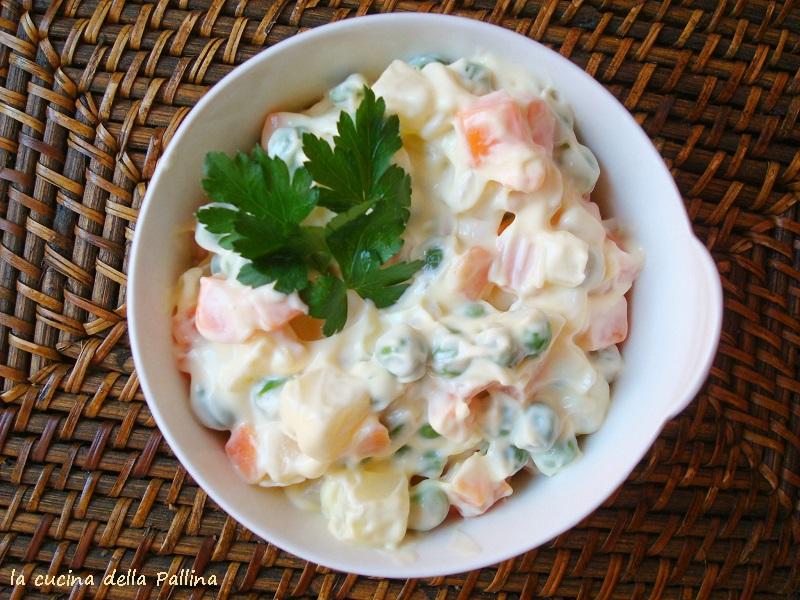insalata russa, antipasti, carote, piselli, patate, maionese