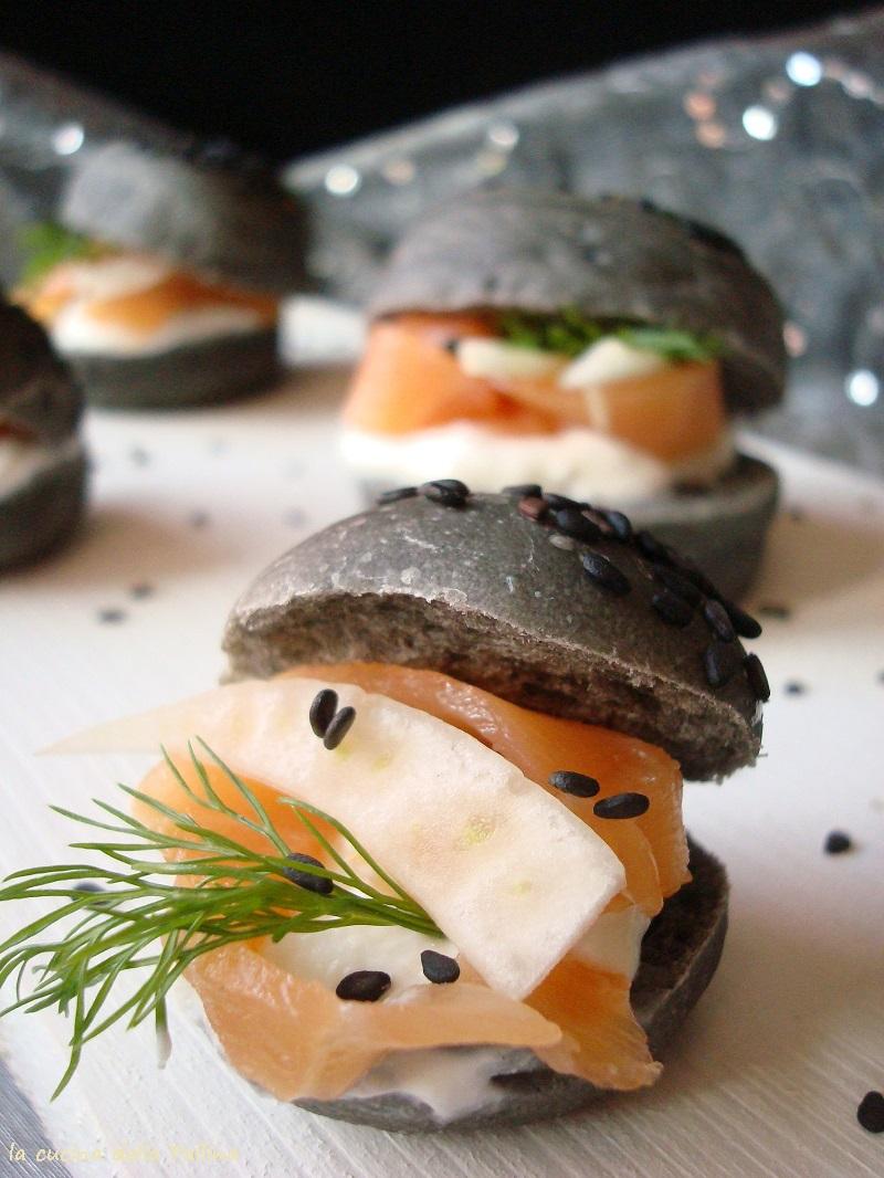 panini neri al carbone vegetale