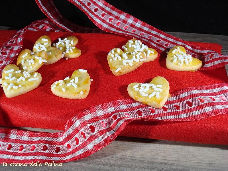 biscotti di frolla a forma di cuore