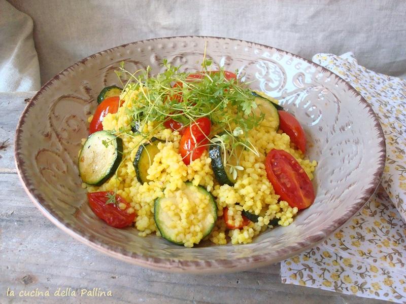 cous cous alla curcuma con pomodorini e zucchine