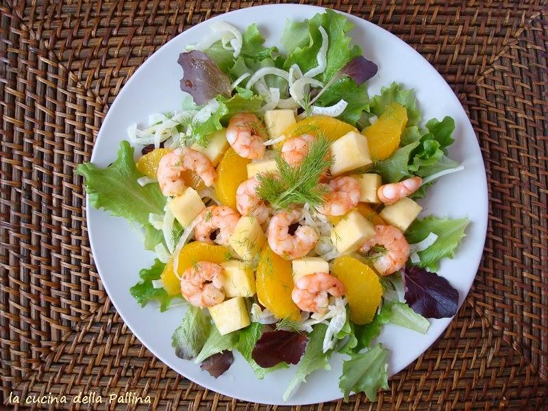 insalata, gamberi, arance, ananas, aperitivo