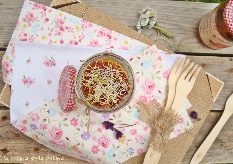 Tempeh con olive capperi pomodorini
