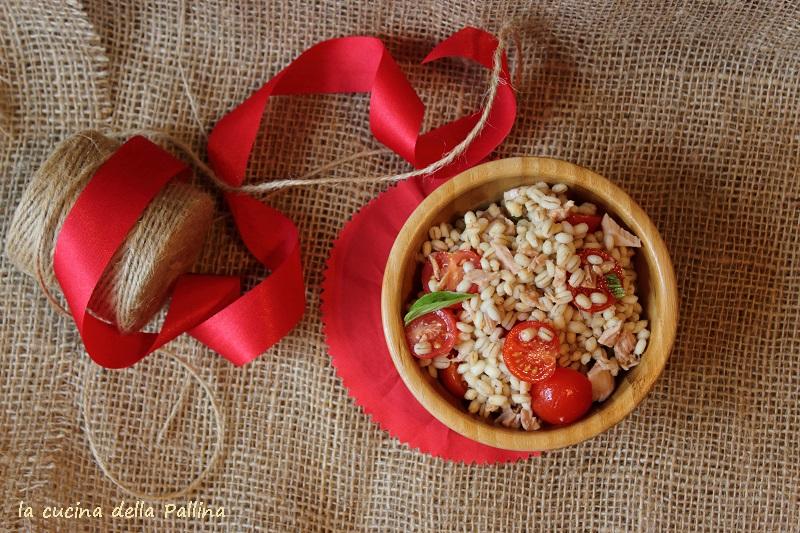 Orzo con tonno pomodori e basilico