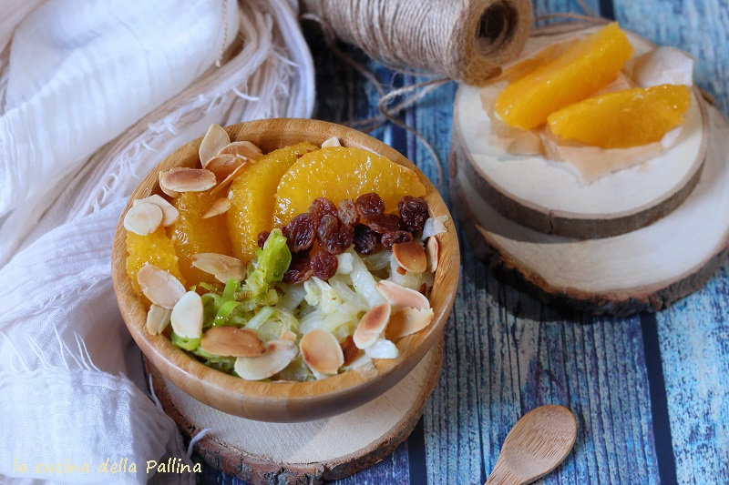 Bowl con cavolo cinese e arancia