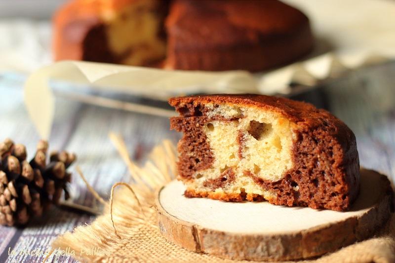 Torta marmorizzata al cacao e yogurt